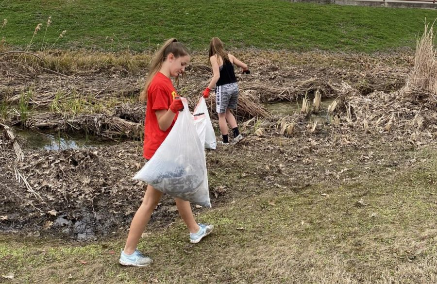 Freshmen Chloe Schaeffer(right) and Ashlyn DuBois(left) pick up trash in the DFW area as part of