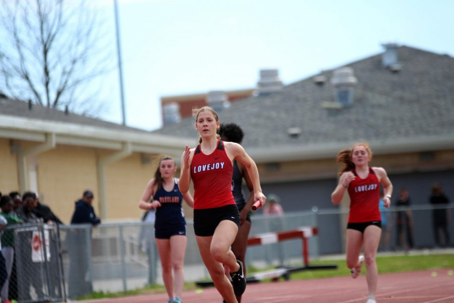 After a handoff from freshmen Taylor Murphy, sophomore Rebecca Masterson continues the 400 meter relay.