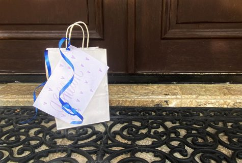 Students have started delivering notes and cookies to stay in touch with their friends during quarantine. These deliveries allow students to make use of their free time.