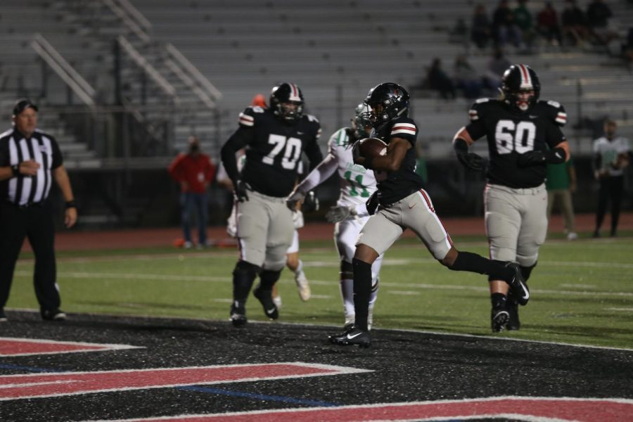 Senior Isaiah Smith scores a touchdown for the Leopards. The Leopards are tied for first place in the district.