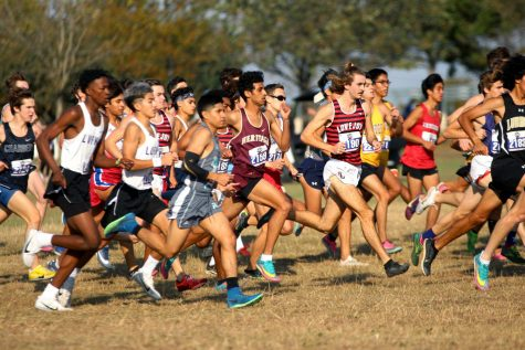 Senior Trevor Malik leads the schools runners at the beginning of the race. Malik finished in first out of the schools runners and in eighth overall.