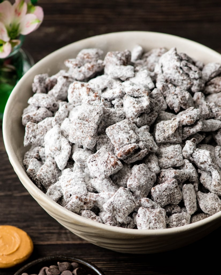 For TRLs Lily Bouldin's holiday desserts review, the Classic Christmas Puppy chow takes 30 minutes to prepare. Bouldin rated it 3 stars.