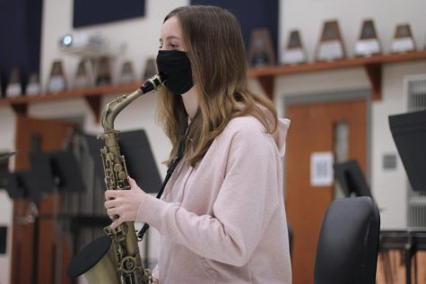 "Sophomore Kylee Thomason practices her piece: ""Sonate Pour Saxophone Alto; Part 3 & 4"" by Telemann. Thomason has been playing saxophone since fifth grade."
