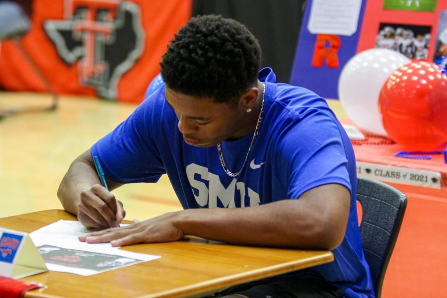 After all the speeches, the boys all signed their letters of commitment at the same time. Senior football player Shawn Robertson signed to Southern Methodist University.