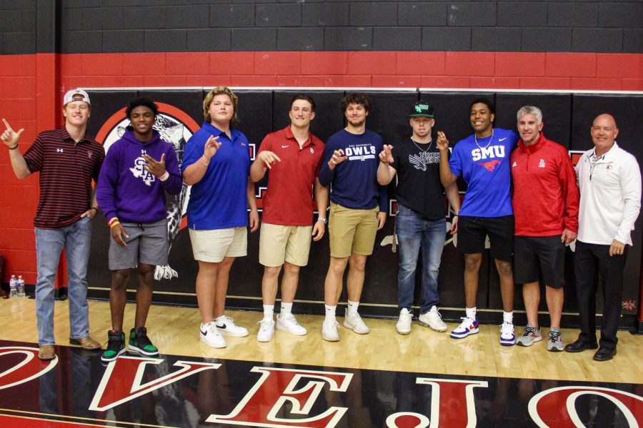 All of the football player signees pose for a photo after the event with linebacker coach Jason Johns and head coach Chris Ross. The class of 2021, had a total of 25 signees this year, the most in school history.