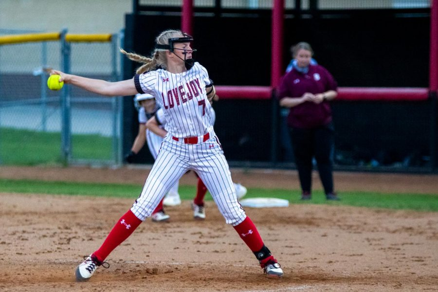 Sophomore pitcher no. 7 Jade Owens pitches in the third inning. Owens scored one run in the second inning.