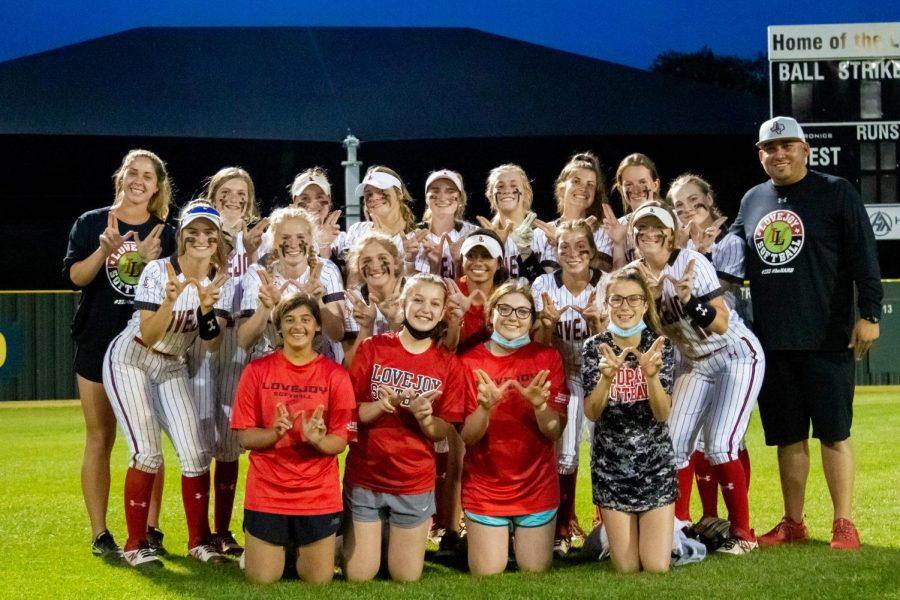 The softball team holds up