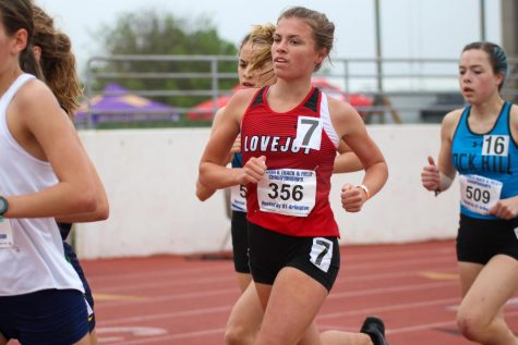 Sophomore runner Amy Morefield runs in the 3200 meter race at the region meet. Morefield will be competing in the 3200 meter race and the 4x400 meter relay at the state meet.