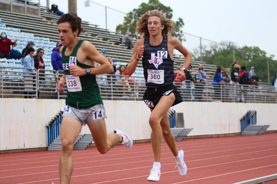 Junior runner Tate Barr competes in the 3200 meter race. Barr won the race with a time of 9:39.52, qualifying him for the state meet.