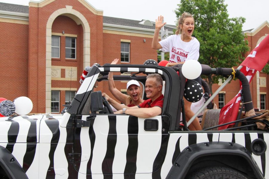 Senior Hope Ledebur waves from the back of her jeep with her mom and dad. Ledebur will be attending the University of Oklahoma in the fall.