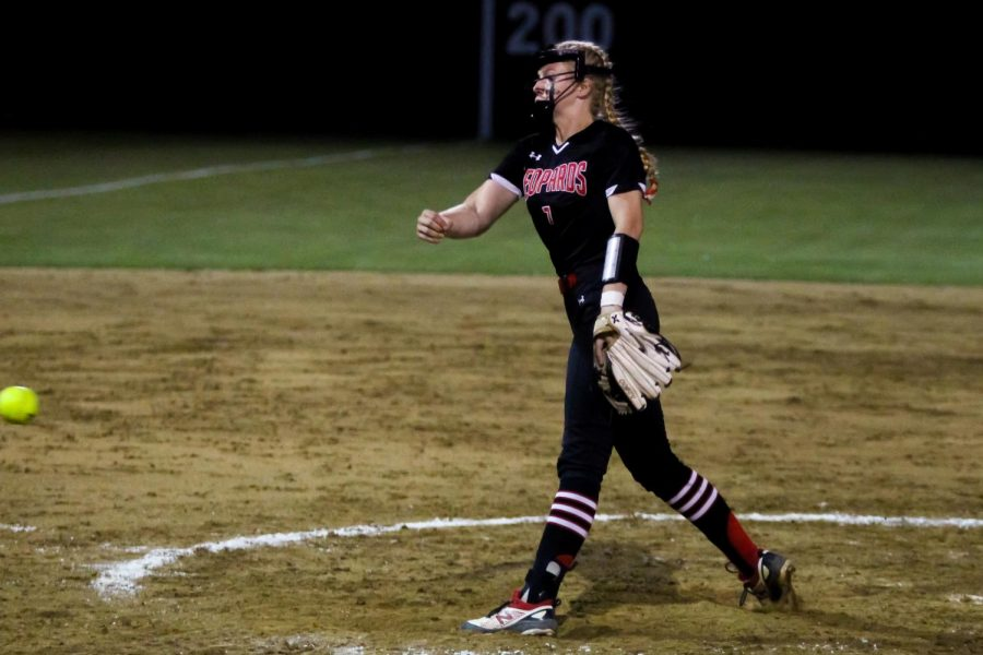 Sophomore pitcher no. 7 Jade Owens throws to a Coyote hitter. Owens only allowed two runs to be scored in the sixth inning.