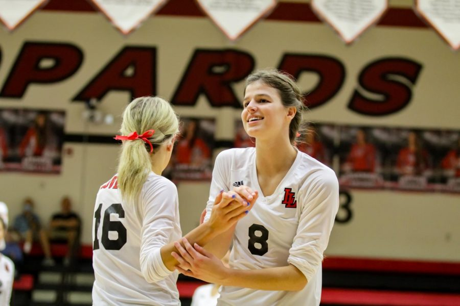 Senior outside hitter no. 8 Elizabeth Ponder switches out for senior defensive specialist no. 16 Brooklyn Lloyd. The second set concluded with a score of 25-11.