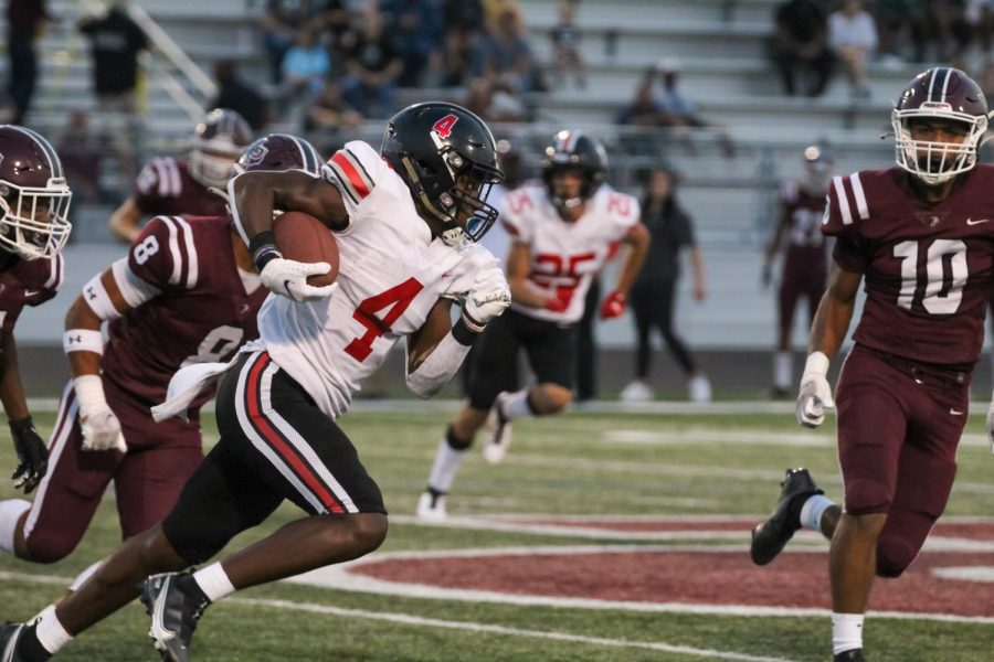 Junior wide receiver no. 4 Kyle Parker runs the ball covering 20 yards. Parker received 91 yards this game.