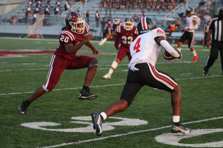 Junior wide receiver no. 4 Kyle Parker runs the ball. Parker scored one touchdown this game.