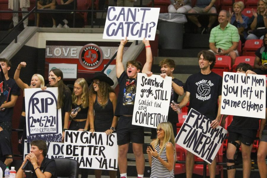 Seniors including Carlee George, Skylar George, Cassidy Day, Eliza Coit, Luca Rey, Andrew Houser, and Pete Peabody hold up signs in the freshmen-senior game. The seniors played the sophomores in the final game.