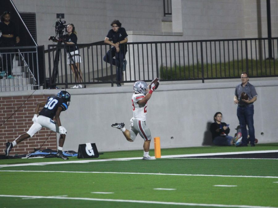 Junior outside linebacker no. 29 Mason Wallace scores a touchdown for the Leopards. Wallace rushed for 47 yards.