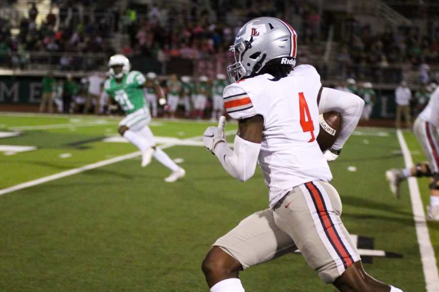 Junior wide receiver no. 4 Kyle Parker runs the ball. Parker received for 115 yards in the game.